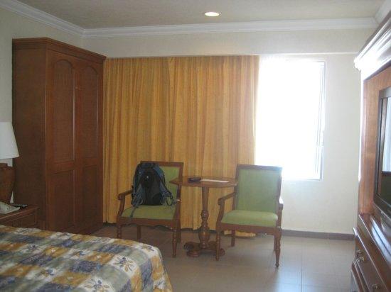 Royal Solaris Cancun:                   room