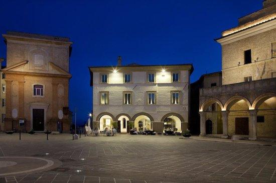 Palazzo Bontadosi Hotel & Spa: Palazzo del 400 nella Piazza di Montefalco, Hotel&SPA