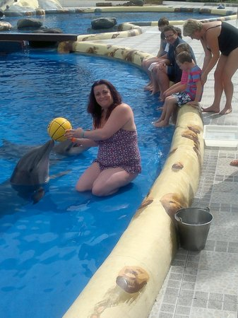 Aqualand Costa Adeje: playing ball with mum in training pool