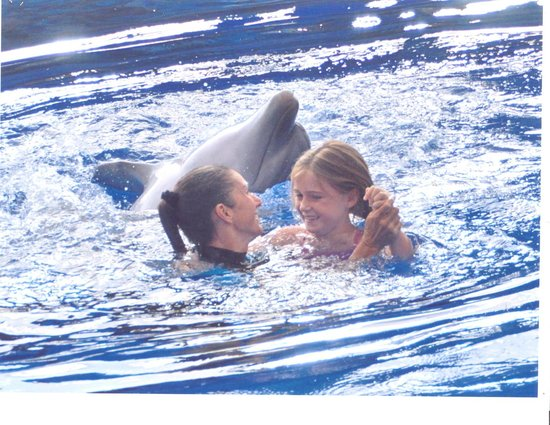 Aqualand Costa Adeje: dancing with dolphin in show