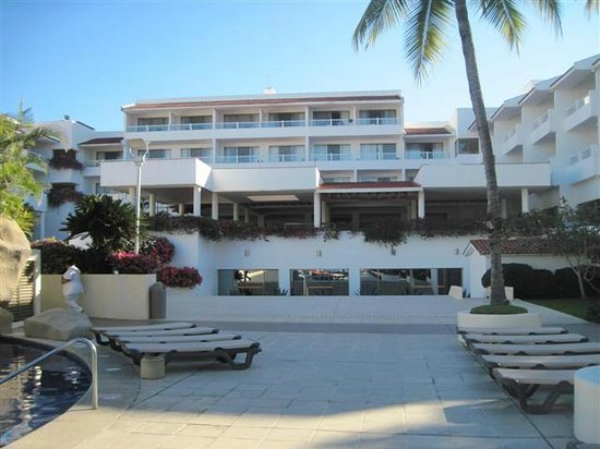 Marival Resort & Suites:                   club side casa bella restaurant
