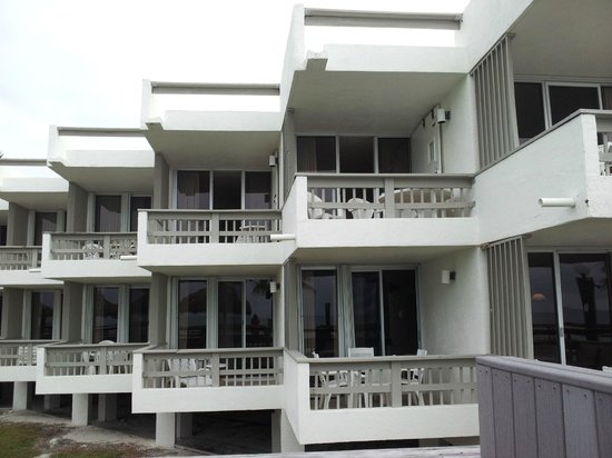 Caloosa Cove Resort & Marina:                   room 226 - 2 terraces (bedroom & living room)