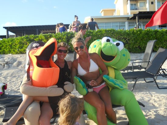 Now Jade Riviera Cancun:                   Now Jade Resort's Entertainment Team