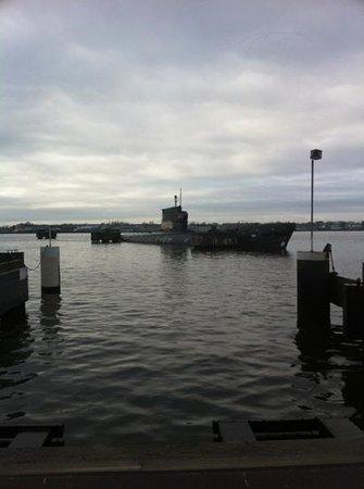 Amstel Botel: sottomarino di fronte all albergo