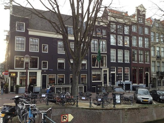 Hotel Pulitzer Amsterdam:                   View of the back and the restaurant