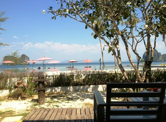 Koh Ngai Thanya Beach Resort:                   View from bungalow 4