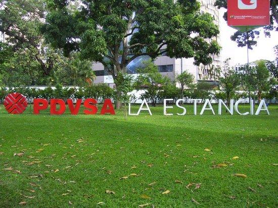 Pdvsa Centro de Arte La Estancia : A la entrada