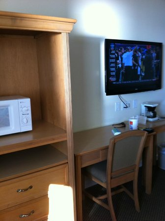 Islander Inn: TV/microwave