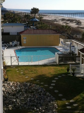 Islander Inn: outdoor pool
