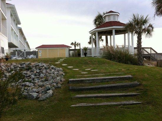 Islander Inn: gazebo