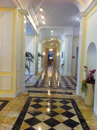 โรงแรม วิคตอเรีย ยุงเฟรา แกรนด์ แอนด์ สปา:                   Hallway