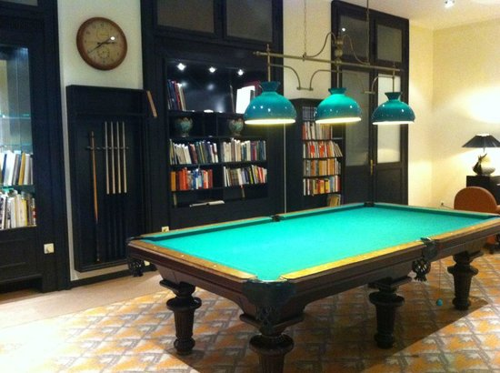 Victoria Jungfrau Grand Hotel & Spa:                   Billiards room