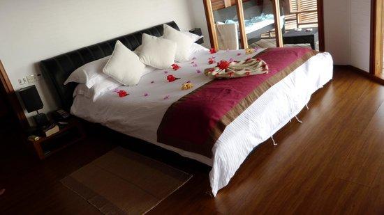 Kuramathi Island Resort:                                     Villa jacuzzi pilotis