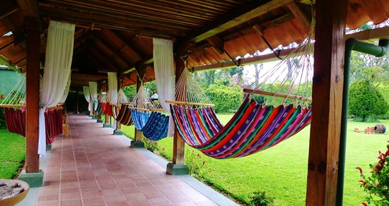 Hotel Posada de Don Rodrigo Panajachel: hammocks on the grounds