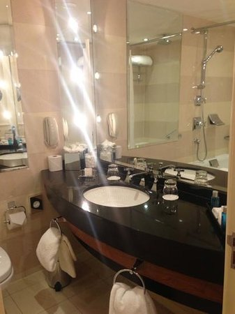 Old Course Hotel, Golf Resort & Spa: bathroom