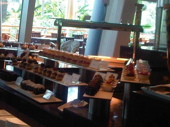 Jumeirah Beach Hotel:                   Desayuno, como una patisserie