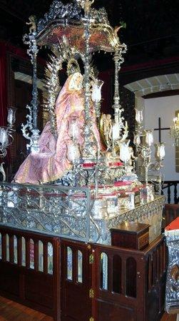Basilica  de la Virgen del Pino:                   Virgen del Pino