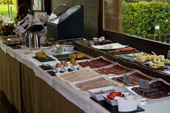 BAL Hotel & Spa:                                     La variedad en el desayuno impresionante y con una calidad e