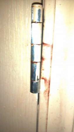 Holiday Inn & Suites Beaufort at Highway 21:                   Rusted old door hardware