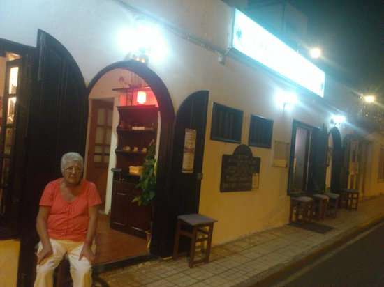 Tipsy's Bistro Cafe Bar:                                                       New Tipsy's on Calle los Afrechos