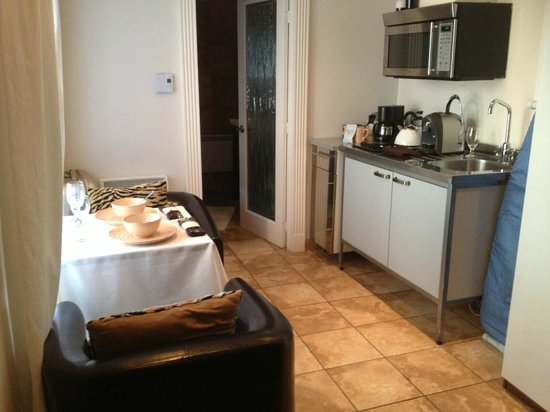 Hotel Kutuma:                   Espace salon cuisine