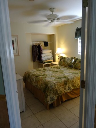 Castaways Cottages of Sanibel:                   2nd bedroom (queen bed),  cottage #5