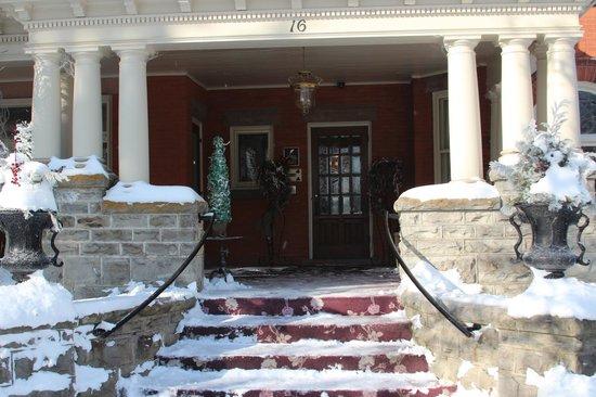Jakobstettel Country Inn:                   Front Entrance