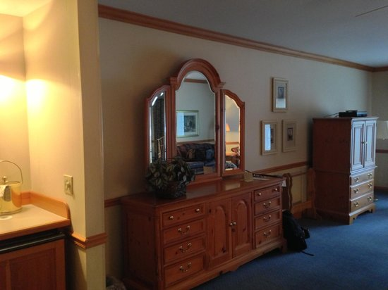 Geneva Inn: Spacious landview room