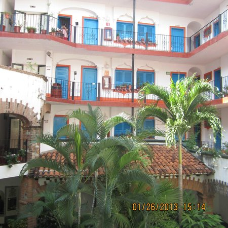 Encino Hotel:                   inside courtyard looking up to other floors & rooms from 1st floor