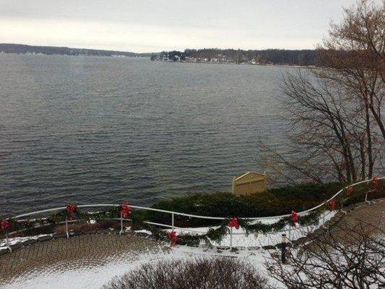 Geneva Inn: Wintery Lakeview from Dining Room (towards Lake Geneva downtown)
