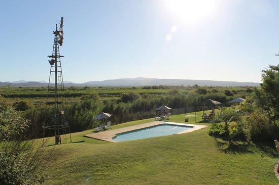 De Zeekoe Guest Farm: Gartenanlage mit Swimmingpool