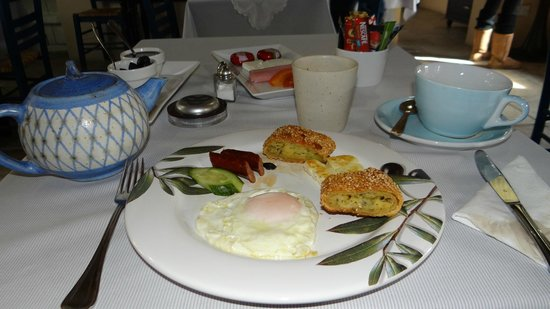 Casale Panayiotis: A traditional home-made breakfast that I enjoyed!!