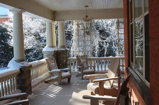 Jakobstettel Country Inn :                   Front Porch
