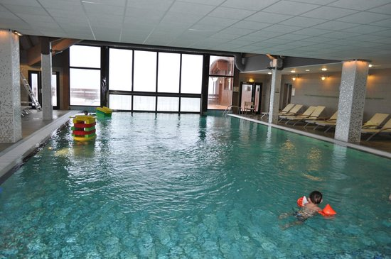 Piscine photo de club med peisey vallandry peisey for Piscine club med gym