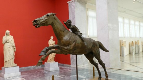 National Archaeological Museum: Splendid statue