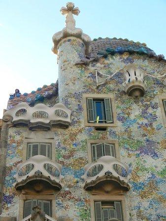 Hostal Barcelona Centro :                   gaudi area 5 mins walk