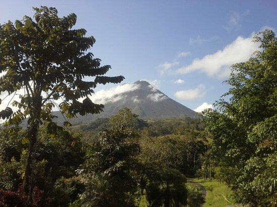 Hotel Kokoro Arenal:                                     Arenal Volcano From My Room At Kokoro LaSelva Resort Costa R