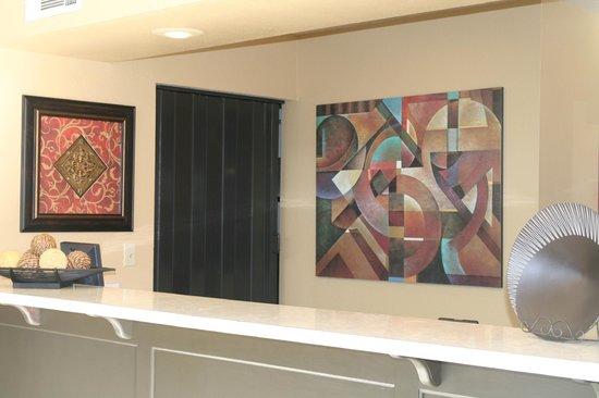 Econo Lodge & Suites Lodi: Front Desk