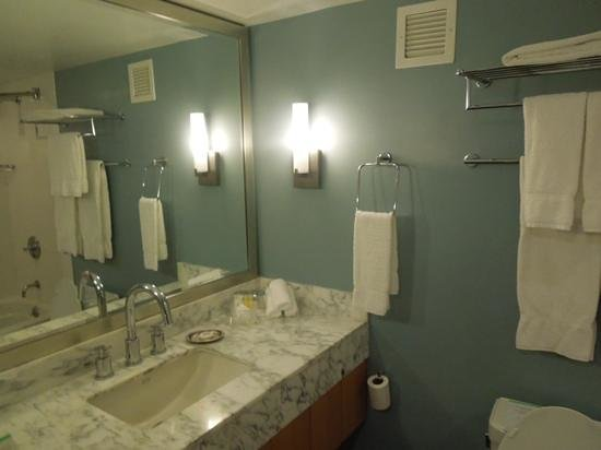 Ala Moana Hotel: Pretty bathroom