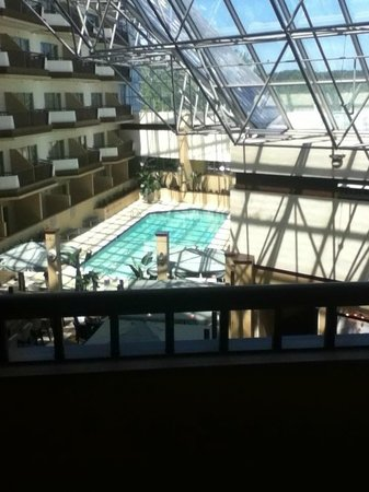 Hilton Boston / Woburn: view of the indoor pool from our room