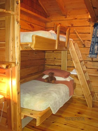 Big Bear Hideaway:                   Bunk beds in the Polar Bear Cottage