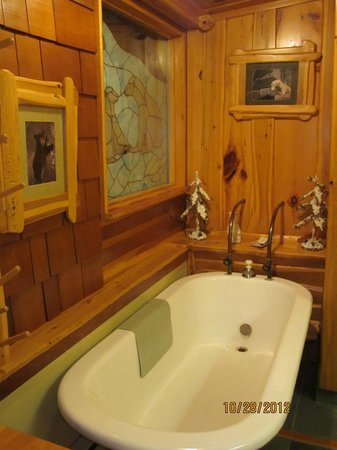 Big Bear Hideaway:                   Bath in the Polar Bear Cottage