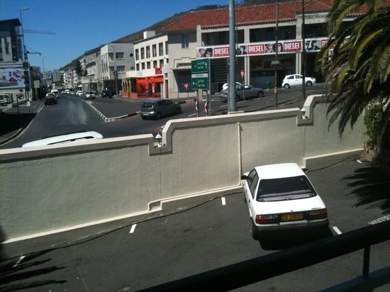 Bantry Bay Suite Hotel:                   Location - overlooking car park & busy road