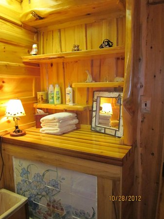 Big Bear Hideaway:                   Polar Bear Cottage Bath