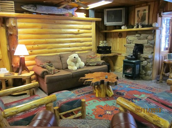 Big Bear Hideaway:                   Polar Bear Cottage Living Room