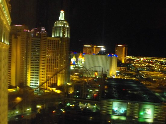 Monte Carlo Resort & Casino: Night view of NY NY from our suite