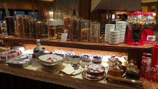 Lugano Dante Center Swiss Quality Hotel: Great breakfast