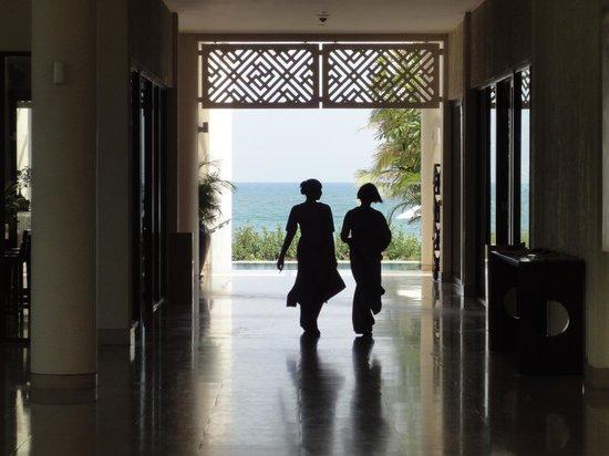 Princess D'An Nam Resort & Spa: Looking through the lobby