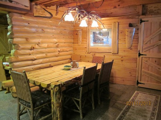 Big Bear Hideaway:                   Main dining area of Polar Bear Cottage