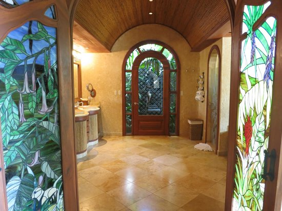 The Springs Resort and Spa: The fabulous bathroom of the Palm Villa.. Look at these stained glass doors!
